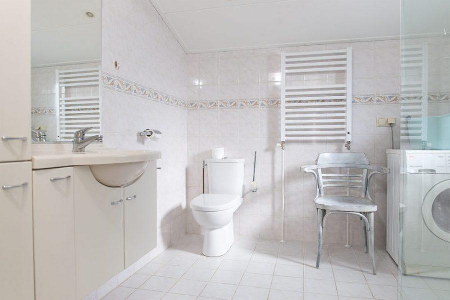 Villa Zilt badkamer