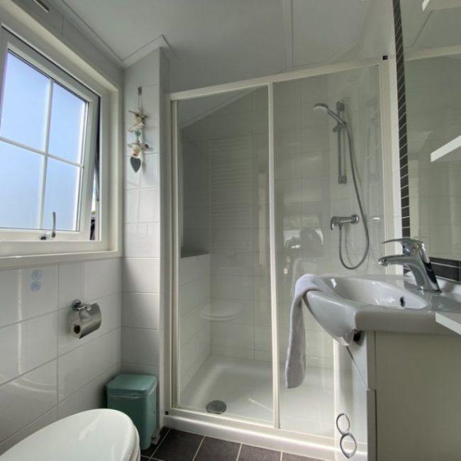Chalet Neeltje badkamer