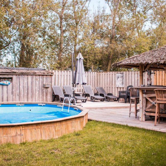 Villa Pakhuys tuin met zwembad